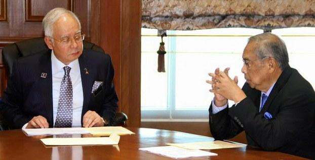 Najib Razak dan Adenan Satem dalam perbincangan mengenai tuntutan penurunan kuasa kat Sarawak. Imej dari Bernama.