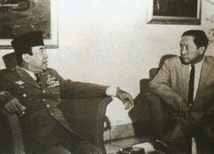 Presiden Soekarno dan pemimpin Parti Komunis Indonesia (PKI) DN Aidit. Imej dari Republik Merah.