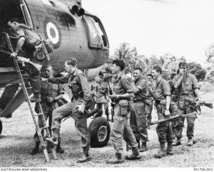 Tentera Rejimen Diraja Australia yang terlibat di Sarawak pada 1965. Imej dari Australian War Memorial