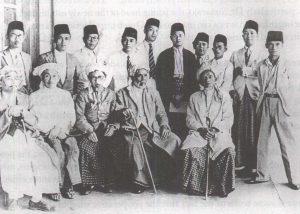 Antara ulama Kaum Muda di Indonesia. Imej dari soeloehmelajoe
