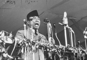 "Presiden Soekarno isytihar ""Ganyang Malaysia"". Imej dari Pena Soekarno."
