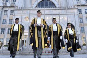 Dalam Islam hakim yang dilantik perlu adil, berilmu dan bermaruah. Imej dari Berita Harian.