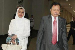Shahrizat dan suaminya, Datuk Seri Mohamad Salleh Ismail. Imej dari mStar.