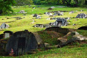 Kawasan perkuburan di Bukit Cina, Melaka. Imej dari travel-wonders.blogspot