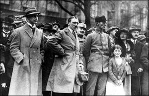 Hitler ketika Pemberontakan Munich. Imej dari gcsehistory.org.