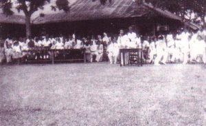 Shamsiah berucap pada 1947. Imej dari Memoir Shamsiah Fakeh: Dari AWAS ke Rejimen ke-10.