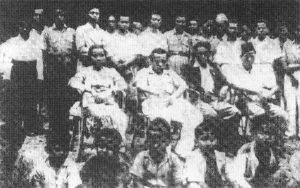 Shamsiah, Boestamam dan Dr Burhanuddin semasa perasmian cawangan PKMM di Kuala Pilah,1946. Imej dari Memoir Shamsiah Fakeh:Dari AWAS ke Rejimen ke-10.