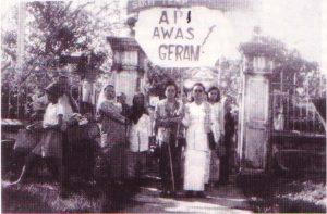 Shamsiah & isteri Pak Sako di Kongres PKMM di Melaka 1946.