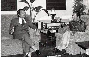 Musa Hitam kata yang dia letak jawatan sebab dituduh cuba gulingkan Dr Mahathir. Imej dari thekl-chronicle.blogspot